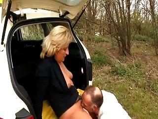 Taxifahrer fickt ihr Client