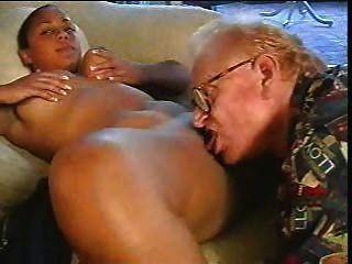 alter Mann gefickt braun Mädchen