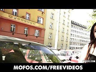 öffentliche Pickups - sexy junge tschechische Rotschopf ist abzustreifen bezahlt