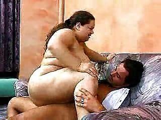 Fett-Mädchen liebt anal