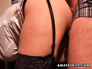 vollbusige Amateur MILF saugt und fickt mit Sperma auf Stiefel