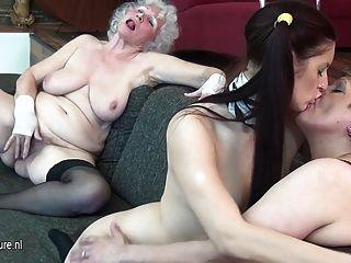 junges Mädchen Mädchen fickt 2 Oldtimern