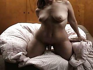 Hausfrau tut ein Video für ihren Ehemann