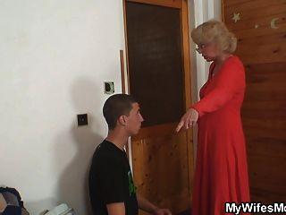 Frau findet ihren Mann ficken Schwiegermutter