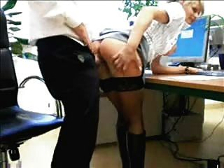 Chef fickt seine Sekretärin
