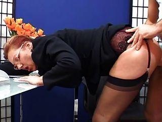 edel reifen Sekretärin gefickt