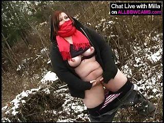 Fett Amateur spielt mit Pussy im Schnee
