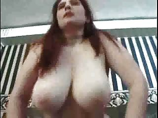 mollig Babe mit riesigen Titten