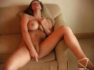 big tits Frauen masturbieren mit Vibrator
