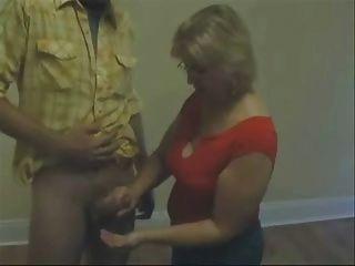 reife Frau seines Neffen Rucken