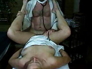 geile Frauen wird von Arzt gefickt