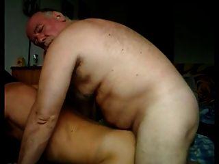 Ältere Homosexuell ficken einen netten jungen Esel