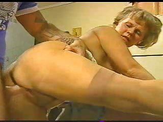 geile Oma MMK mit jungen Hengsten