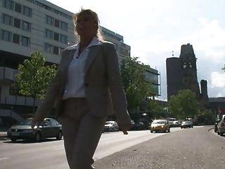 Frauen sterben gern mal sterben klammotten ausziehen