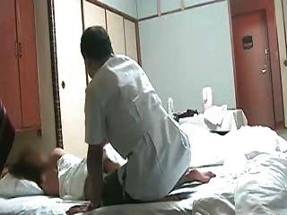 ungezogen japanische Frau braucht Massage