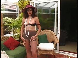 Damen reifen Dorf Strippen wieder ....