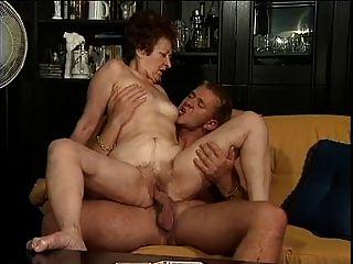 Deutsch Oma und ihrem jungen Liebhaber