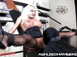 Ashlee Kammern - große Klitoris saugen