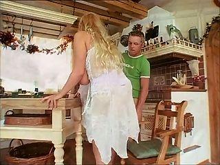 Deutsch reife Dame mit schönen natürlichen Brüste
