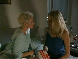 Verführung von Maxine (der Stalker) Lesbenszene