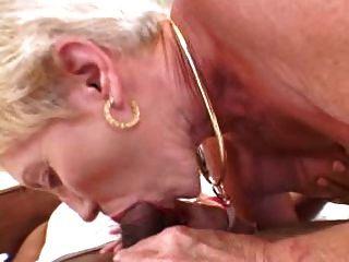 Oma liebt jüngere dunklen Schwanz