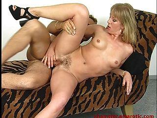 Milf tiefer Oralsex & reiten Schwanz bis abspritzen 1 von 2 zu schlucken
