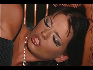 Dreier mit zwei sexy Babes in Oberschenkel hohe Nylons