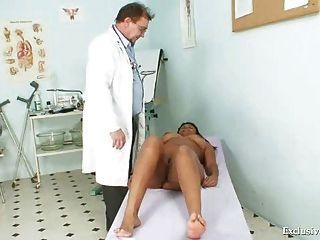 schwarz mollig manuela Gyno Prüfung von weißen alte Arzt