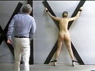 am Kreuz gepeitscht
