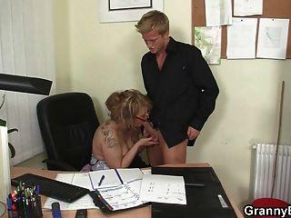 Ficken mit meinem reifen Chef Dame