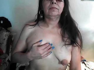 schlaffe geschwollene große Nippel älter vor der Webcam