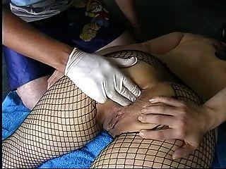 Amateur Milf in anal Fisting Netzstrümpfe