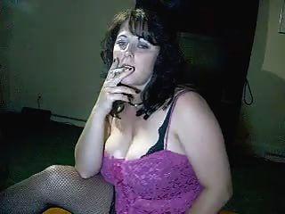 vollbusige Mama sagt Ihnen cum während sie raucht - durch Feuer-Eis