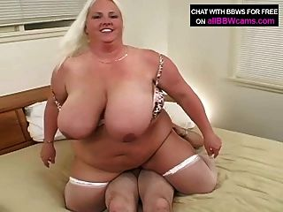 Bbw gets fucked on bed