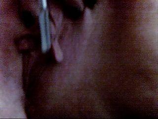 pandora wichst ihre große Klitoris und Lippen mit ihrem Make-up Pinsel