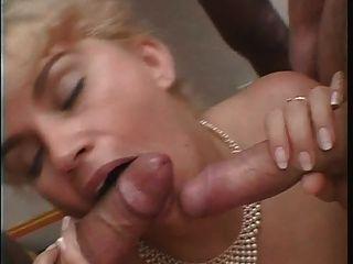 blonde rondelette gros seins bas noir anal-französisch Amateur