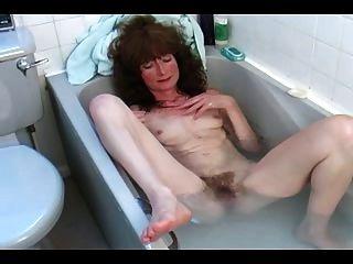 haarige reifen im Bad