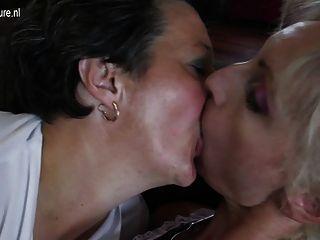 alte und junge Lesben Gruppensex