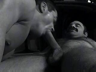 Papa bigoton con musculoso
