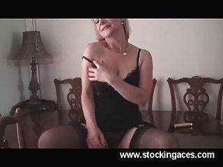 hot Milf Tiffany Büro Pause Pussy spielen