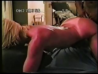 sie kam für einige schwarze Schwänze in die Wohnung