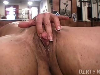 alexis - dirtymuscle - big Kitzler