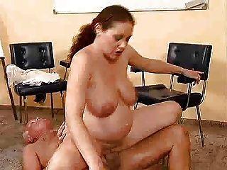 alter Mann fickt eine schwangere Mädchen