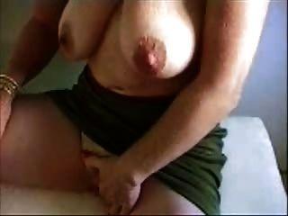 Heiße Oma ihre riesigen Klitoris reiben