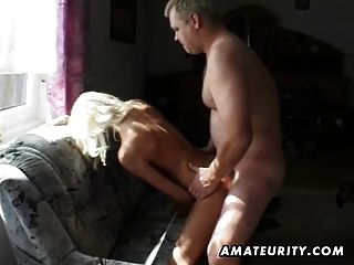 Amateur Teen Freundin saugt und fickt mit abspritzen