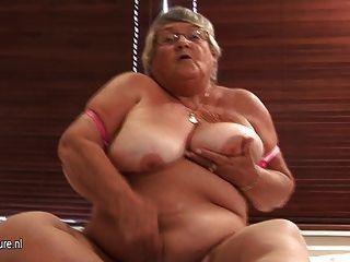 alte Amateur Oma auf Cam masturbieren