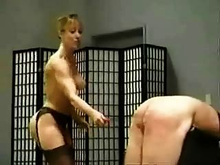 Leda 3 Dommes Hausfrauendresche männlichen Sklaven