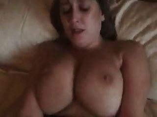 Big Boobed MILF Orgasmus