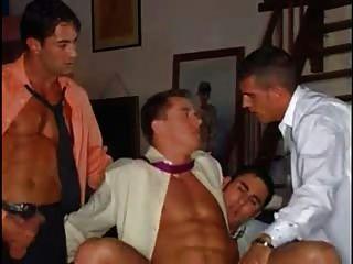 Business-Männer spielen zusammen