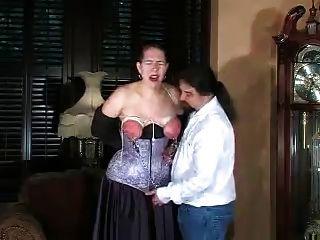 gefoltert, gebunden und versohlt Titten